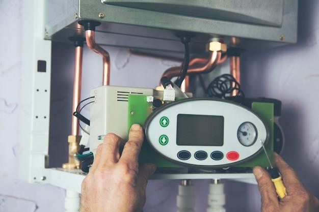 Inżynier i piecyk gazowy