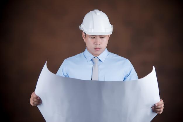 Inżynier mężczyzna, pracownik budowlany pojęcie