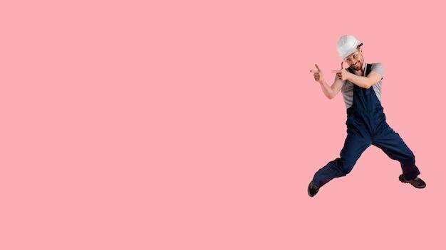 Inżynier portret człowieka skoki