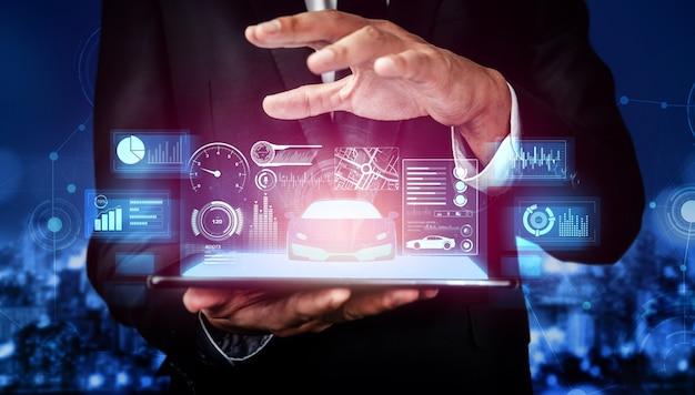 Inżynier samochodowy pracuje nad projektem prototypu modelu 3d na wirtualnym ekranie