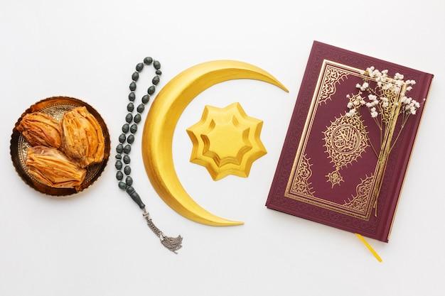 Islamska dekoracja nowego roku z koranem