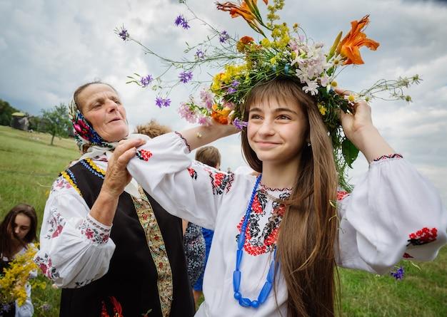Ivana kupala night, zwana również dniem iwana kupały, słowiańskie święto starożytnego pogańskiego pochodzenia upamiętniające koniec przesilenia letniego i początek żniw - środek lata