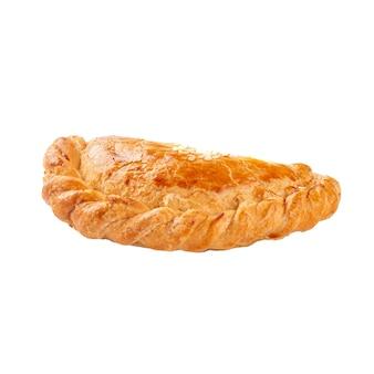 Izolowane orinetal ciasta francuskie z mięsnym nadzieniem samsa na białej powierzchni