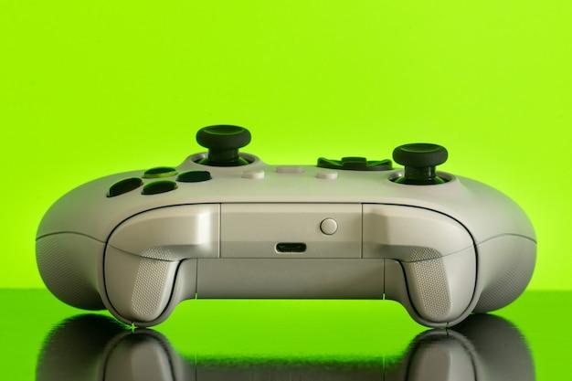 Izolowany kontroler gier nowej generacji
