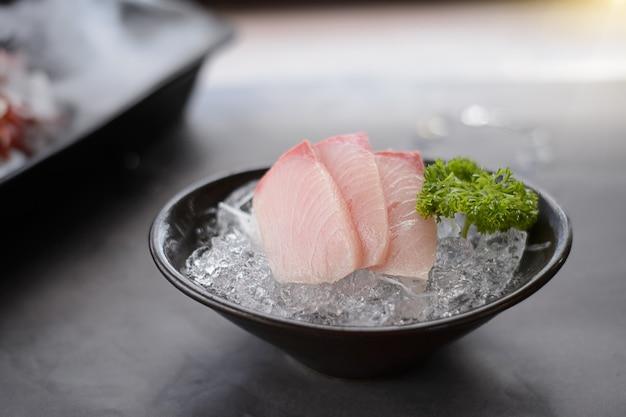 Izumidai sashimi, które można zaaranżować tak pięknie i pysznie najlepsze z ryb
