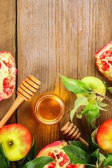 Jabłka, miód, granat