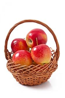 Jabłka w koszu