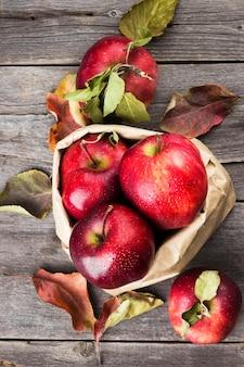 Jabłka w opakowaniu papierowym