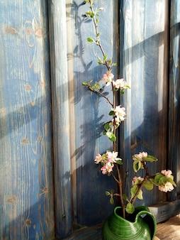 Jabłko kwiat gałąź niebieska ściana