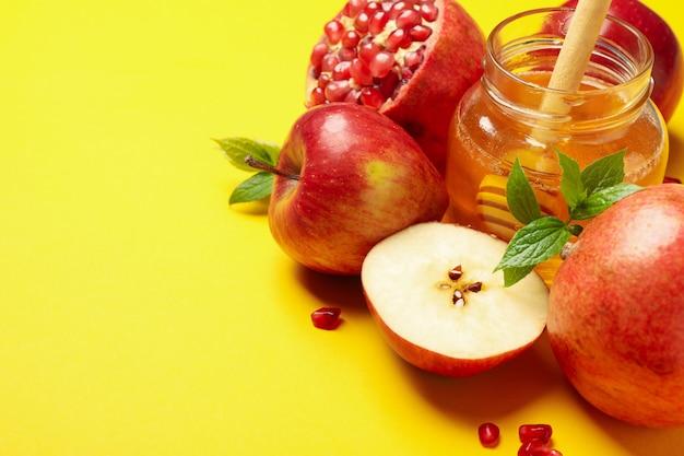 Jabłko, miód i granat na żółto, miejsce na tekst