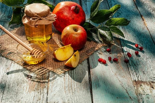 Jabłko, miód i granat, tradycyjne potrawy żydowskiego nowego roku - rosz ha-szana.