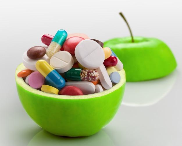 Jabłko pełne leków