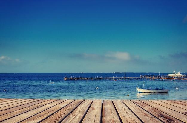Jacht na morzu i niebie