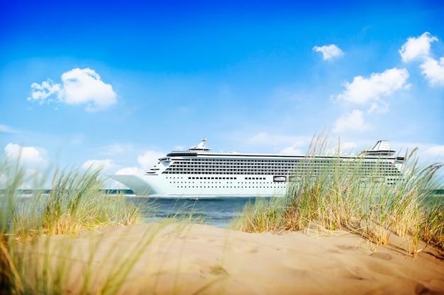 Jacht statek wycieczkowy dennego oceanu tropikalna sceniczna pojęcie