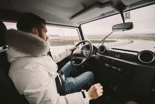 Jadąc po islandzkich drogach, zwiedzaj islandię
