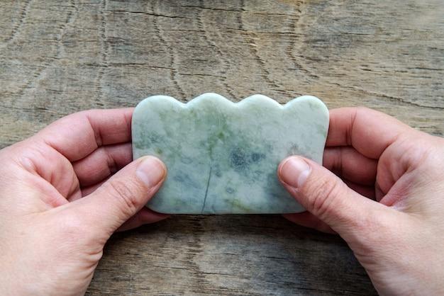 Jade guasha narzędzie do tradycyjnego chińskiego masażu akupunkturowego