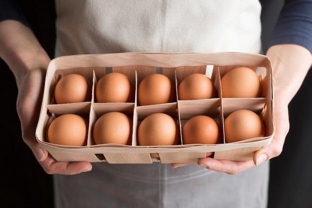 Jajka kurze ze świeżych farm.