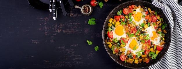 Jajka sadzone z warzywami