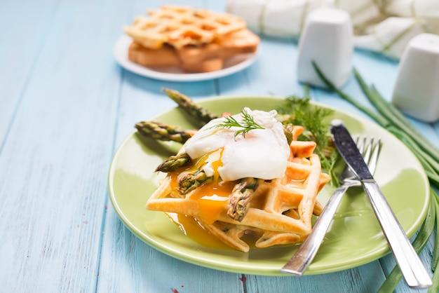 Jajko i szparagi