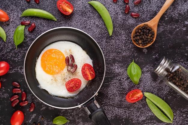 Jajko sadzone na patelni.