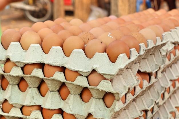 Jajko z grilla na ulicy żywności