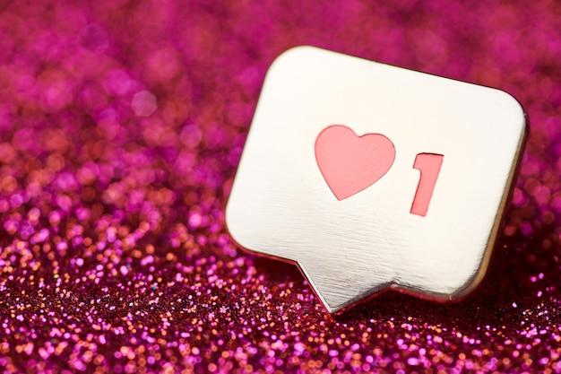Jak symbol serca. jak przycisk znaku, symbol z sercem i jedną cyfrą. marketing sieciowy w mediach społecznościowych.