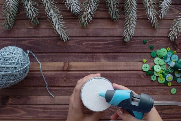 Jak zrobić choinkę z liny i guzików w domu. instrukcje krok po kroku.