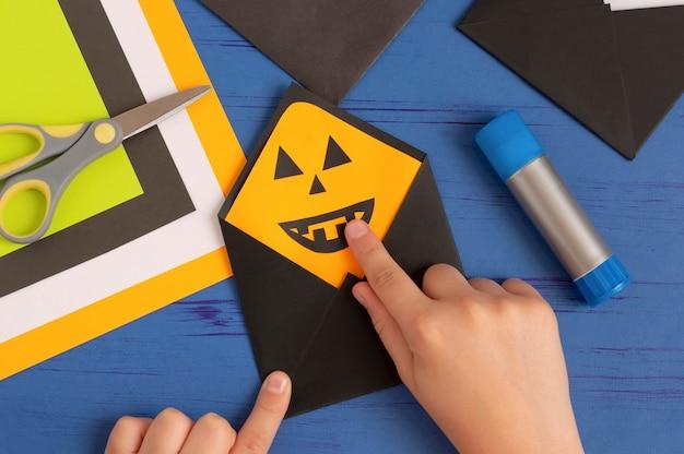 Jak zrobić oryginalne koperty na życzenia na halloween?