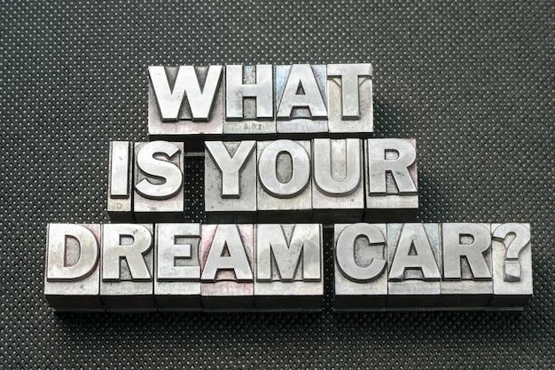 Jakie jest twoje wymarzone pytanie o samochód wykonany z metalowych bloków typograficznych na czarnej perforowanej powierzchni