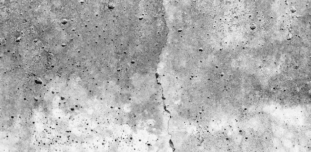 Jako tło można wykorzystać szaro-białą ścianę. odrapana biała tekstura cementu