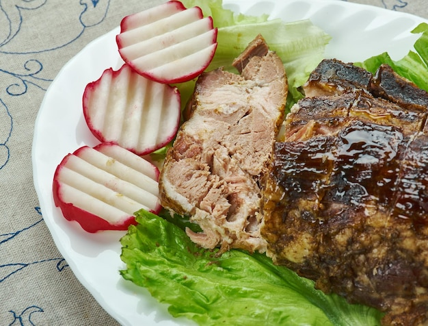 Jamaican jerk spare ribs, karaibski grill, pyszna słodka i pikantna pasta wykonana z trzech głównych składników do jerk, takich jak papryczka chile, ziele angielskie i tymianek