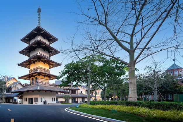 Japońska architektura w parku haihuadao, hainan, chiny.