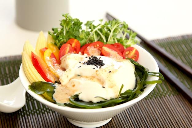 Japońska miękka sałatka z tofu