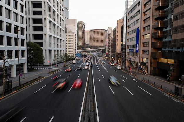 Japoński krajobraz miejski samochody