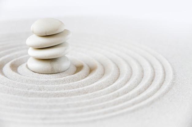 Japoński ogród zen z kamieni równoważących