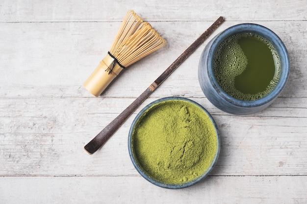 Japoński proszek zielonej herbaty matcha.