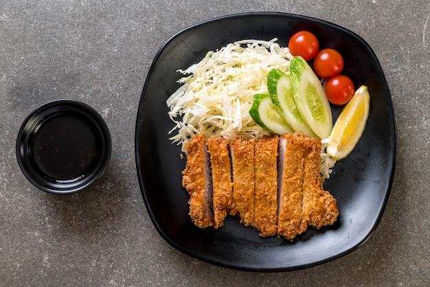 Japoński smażony w głębokim tłuszczu kotlet wieprzowy (zestaw tonkatsu)