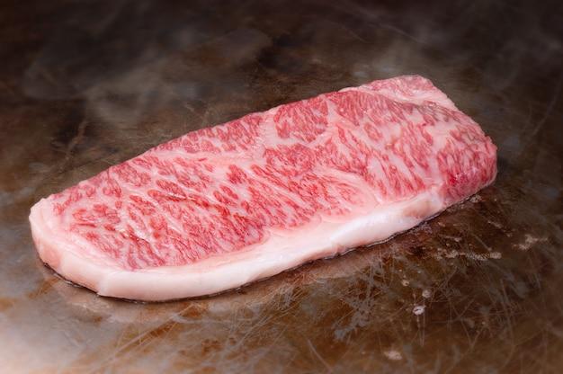 Japoński stek wołowy wagyu gotowany w stylu teppanyaki