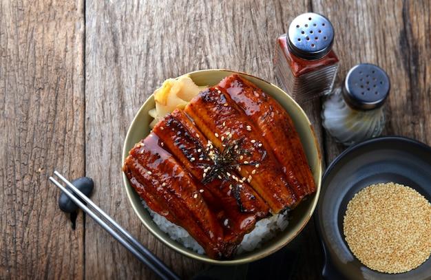 Japoński węgorz z grilla z ryżem.