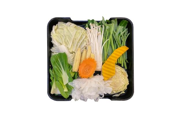 Japoński zdrowy kilka danie warzywne na białym tle na shabu shabu sukiyaki.