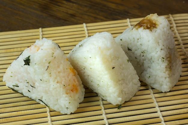 Japońskie jedzenie onigiri