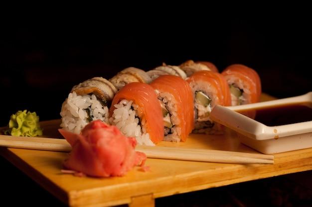 Japońskie jedzenie. sushi. rolki.