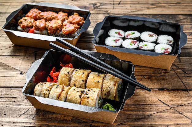 Japońskie jedzenie w restauracji na wynos, pudełko dostawy zestawu