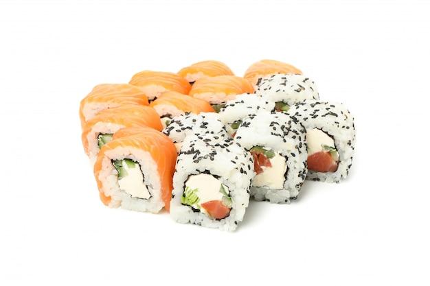 Japońskie jedzenie. wyśmienicie suszi rolki odizolowywać na biel powierzchni