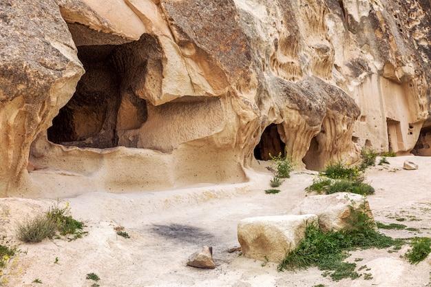 Jaskinia w górach kapadocji.