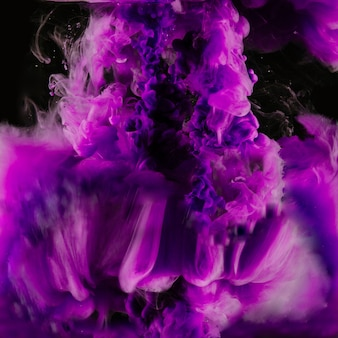 Jasna eksplozja fioletowego tuszu
