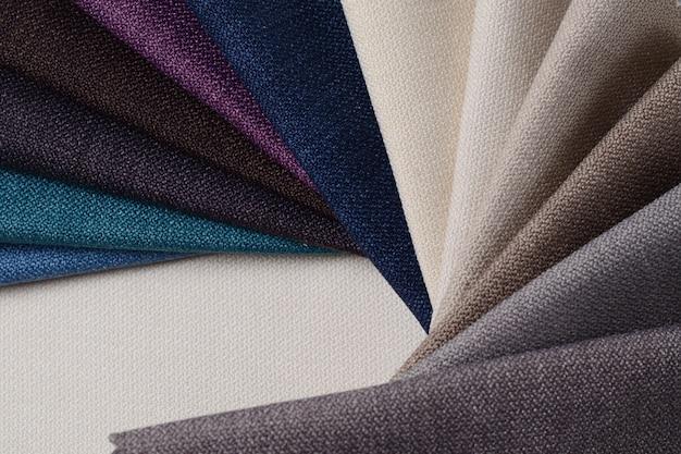 Jasna kolekcja próbek tekstylnych z brązu