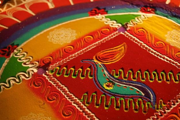 Jasne i kolorowe indyjskie tradycyjne dekoracje rangoli
