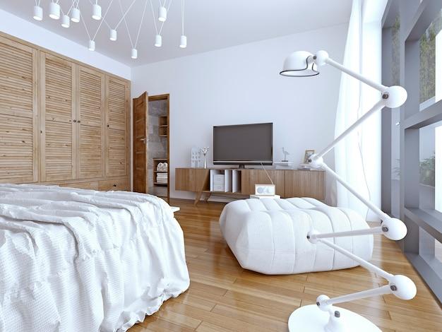 Jasne i zupełnie nowe wnętrze europejskiej sypialni.