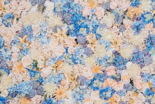 Jasne kwiaty w tle